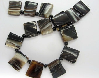 Black White Agate Trapezoid Beads 25x23mm - 14.5 Inch Strand