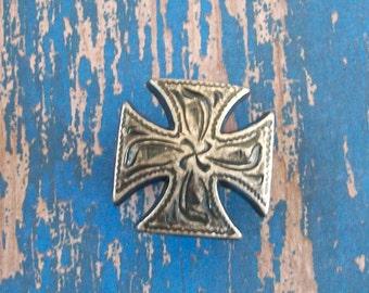 Small Antiqued Silver Maltese Cross Screwback Concho