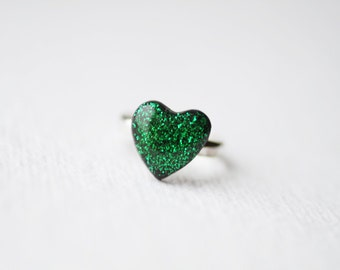 FREE WORLDWIDE SHIPPING -  Emerald Green Glitter Heart Ring