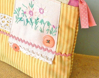 Vintage Embroidered Linen Fabric Lace Trimmed Toiletry Make-up Gadget bag