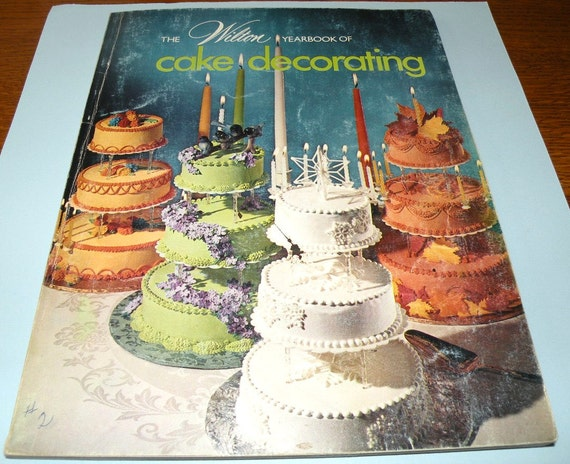 1974 Wilton Yearbook of Cake Decorating