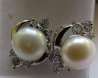 Beautiful AAA Smooth Round Potato Fresh Water Pearl With Crystal Smooth Silver Stud Pearl Earrings