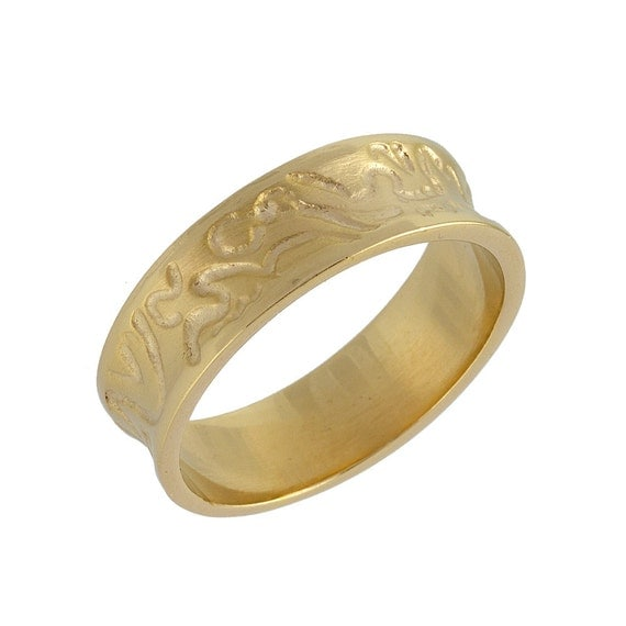 Concave Hand Engraved Wedding Band in 14k Yellow Gold