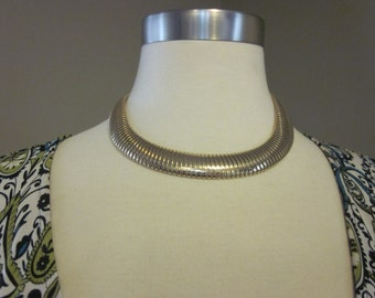 Vintage 1980s Chunky Gold Tone necklace