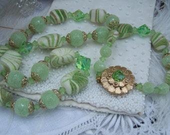 Vintage Green Frosted Bead Necklace, Candy Beads, Estate Jewelry, Costume Jewelry, Retro necklace Set,  Holiday jewelry