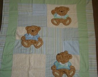 BaBY BLanKeT, AppLiqued Teddy Bears with soft blues and green flannel and chenille Quilt