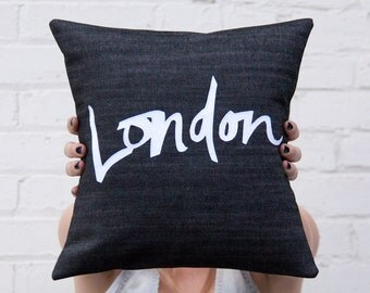 London Pillow, Black and White