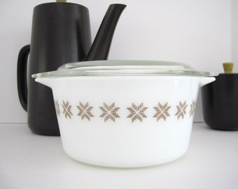 Pyrex Casserole Dish Covered Serving Town and Country with LId 1 QT 473 1960s