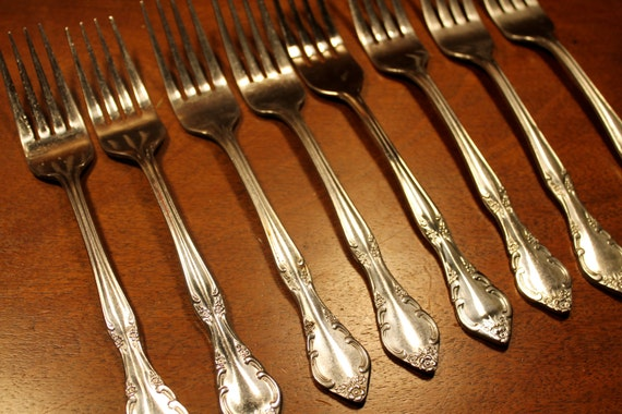 Estia Cascade Stainless Steel Flatware with floral tip floral tip (8 Forks)