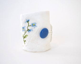 textile bracelet - white and cornflower blue - floral bracelet - white cotton spring summer bracelet - mothers day gift