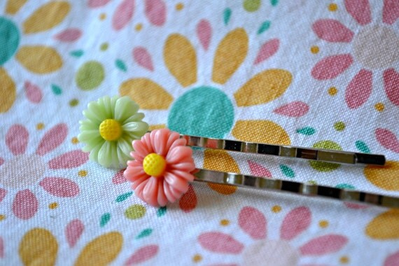 Pink and Green Daisy Bobby Pin Set