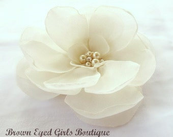 Ivory Bridal Flower Hair Clip, Ivory Wedding Hair Accessory, Ivory Fascinator, Ivory Bridal Head Piece