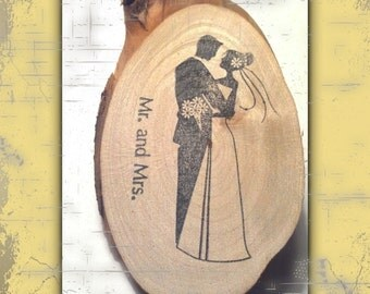 25 Wedding Favor Save The Date Tokens Reclaimed Branch Slices BRIDE & GROOM Hand Stamped Woodland Table Decor