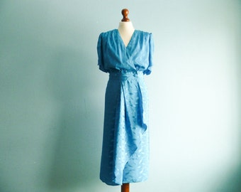 Vintage 80s 90s dress / shiny bright blue / elegant party dress / short sleeves / midi calf length / medium