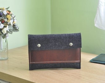 IPad mini sleeve, IPad mini case, IPad sleeve, IPad case - wool felt - with flap and leather pocket - Grey color