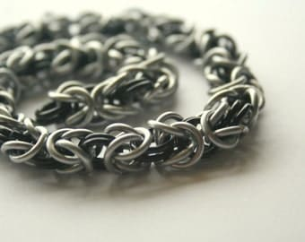 Bracelet Byzantine Chainmaille 7 inches Silver tone and Your Choice of 1 Color