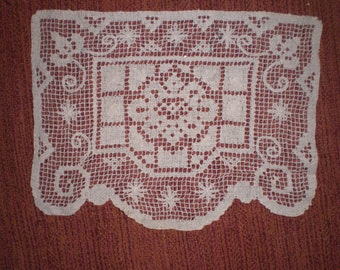 Vintage Furniture Protector Doily Single 1940s to 1960s Netted Handmade Netting