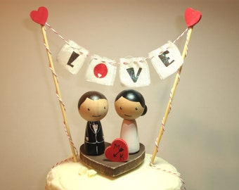 Personalized Kokeshi Wedding Cake Topper with Base, Bunting and Heart, Love Bunting, Mr and Mrs Bunting Rustic Cake Topper