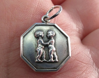 sterling silver friends charm.  sterling friendship pendant.  vintage silver kids charm No.001639