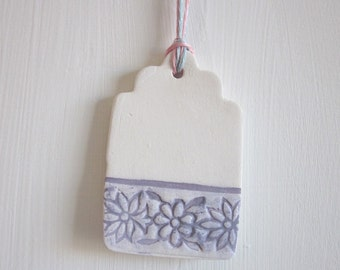 Dark Lilac and White Flower Pattern Ceramic Tag