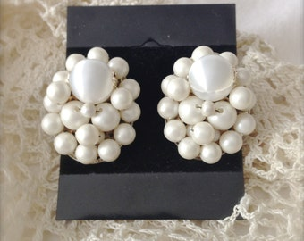 Vintage White Cluster Clip Earrings - Vintage Earrings - Vintage Bride - Wedding - Formal - Shabby Chic - Costume Jewelry