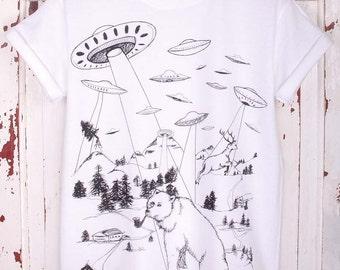 Bear Alien Abduction T-Shirt - Bear T-Shirt UFO spaceship bear T-shirt