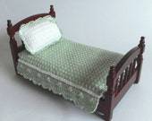 1:12 Single Bedspread and Pillow Fitted Green Crocheted Dollhouse Miniature Bedspread Dollhouse Miniatures Artisan Miniaturejoy