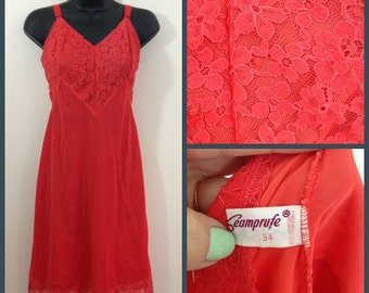Red Hot Mamma // Red 50s 60s Vintage Seamprufe Slip