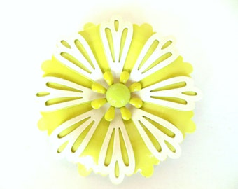 Vintage Brooch Enameled Flower Chartreuse and White 50's - 60's