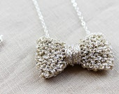 Bow Necklace Knitted in Shiny Metallic Yarn