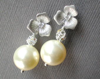 Ivory Pearl Bridal Earrings ... Elegant Wedding Dangle Earrings