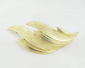 Art Deco Trifari Signed Brooch Gold tone Vintage Pin Retro Fashion Statement