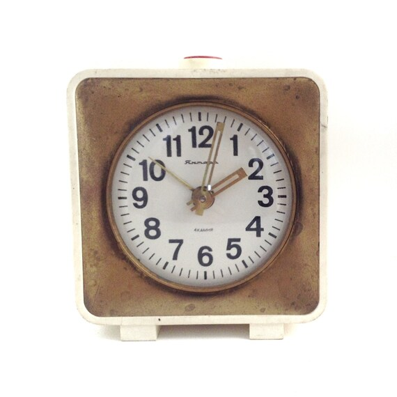 Clock vintage wind up, use for home decor.