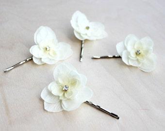 Ivory Blossoms Flower Hair Pins. Hair Clip, Spring Wedding, floral, bridesmaids, bridal hair clip,  Sparkle, Hair Accessories.