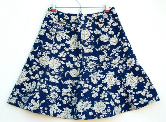 Women's vintage skirt, navy blue and white flower print, knee length, a-line, flared by Fritzi of California, US size 6-8.
