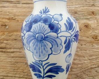 Pretty vintage Dutch Delft blue and white little vase