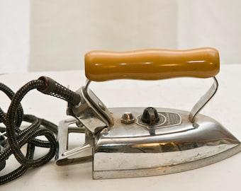 Vintage American Beauty Iron