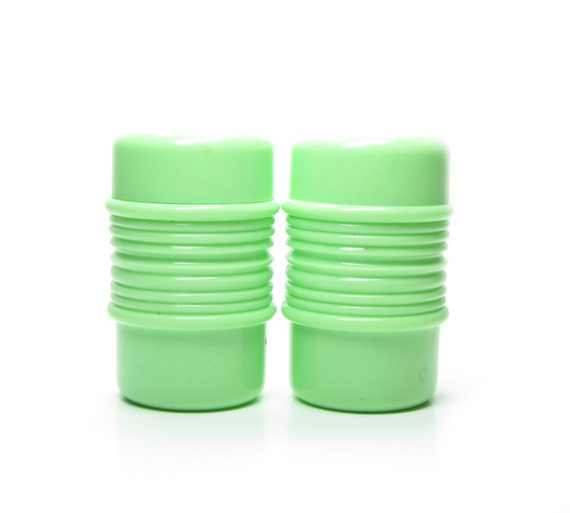 Rubbermaid Salt And Pepper Shakers With Lids