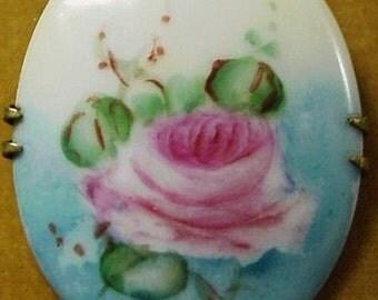 Lovely  VINTAGE PORCELAIN BROOCH -  Hand Painted Rose
