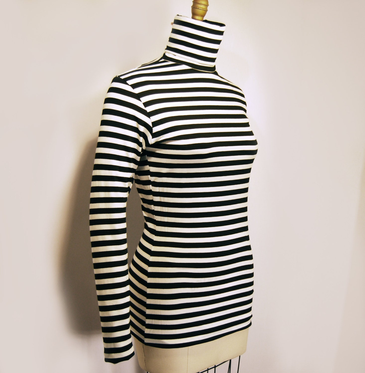 Details about Cabi Fergie Sweater Small Black White Striped Cowl Turtleneck Split Drape. Cabi Fergie Sweater Small Black White Striped Cowl Turtleneck Split Drape | Add to watch list. Find out more about the Top-Rated Seller program - opens in a new window or tab.
