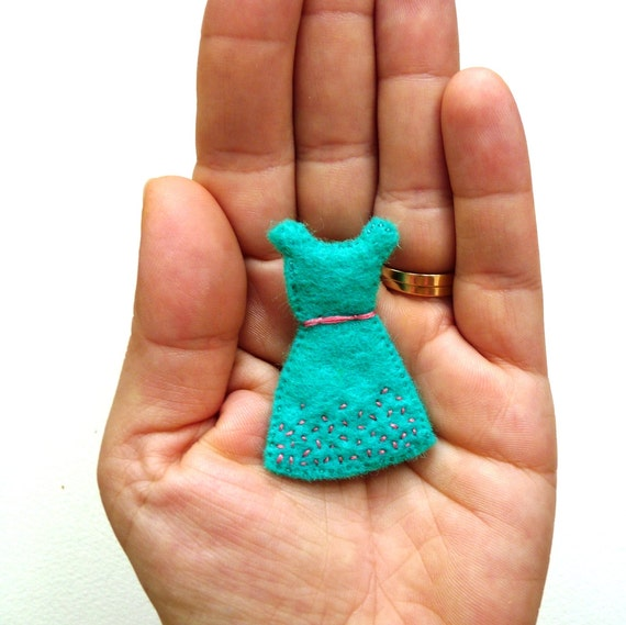 https://www.etsy.com/au/listing/125785165/womens-felt-brooch-mint-with-coral-retro?ref=shop_home_active_4