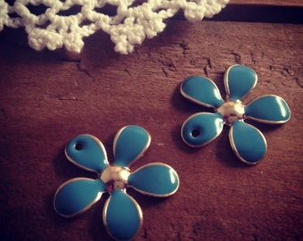 4 pcs of Flower Charms Blue Enamel on GOLD Flower Daisy Charm (C045)