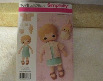Simplicity 1678 Felt Doll, Clothes and accessories 13""