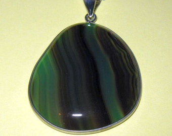 """Green Agate Pendant Necklace on 18""""/46cm silver plated curb chain"""