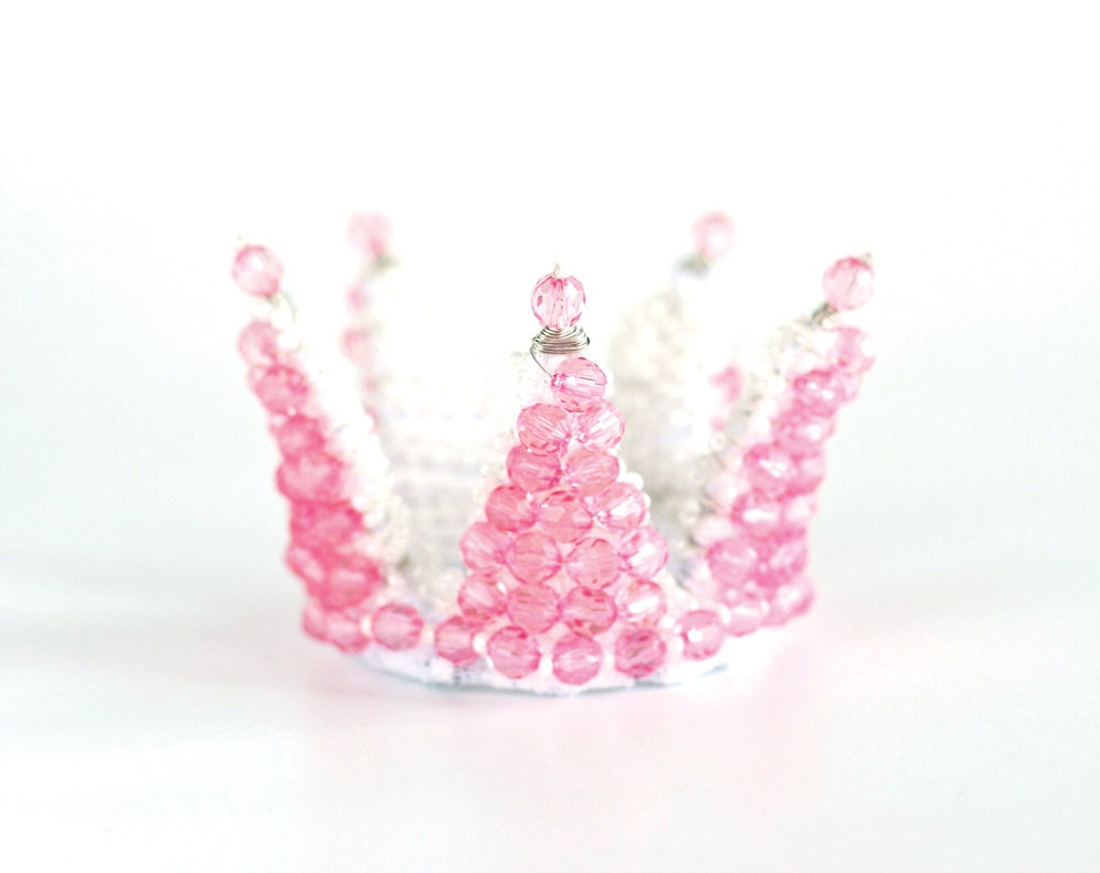 Celebrate their birthday in style when you include these Birthday Crowns to your cache of birthday party supplies! Perfect to hand out as party favors for all your guests, this popular alternative to birthday party hats, includes a touch fastener.5/5(15).
