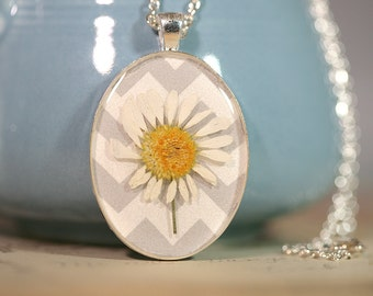 Pressed Flower Botanical Necklace in Resin White Daisy on Chevron