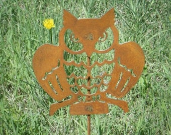FREE SHIPPING  Metal  Owl Garden Critter with metal stake