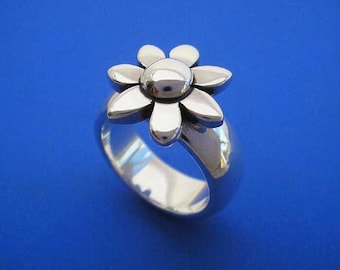 Silver Spinning Daisy Ring , Flower Ring, Hand Made Solid Silver