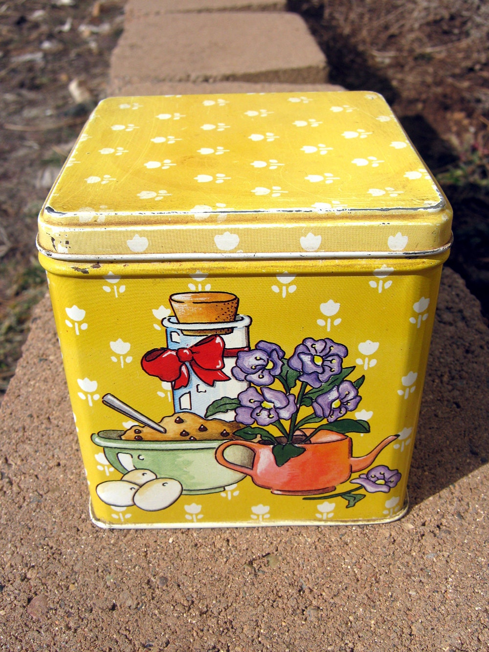 Yellow cookie tin cookie recipe vintage food canister for Decoration retro cuisine