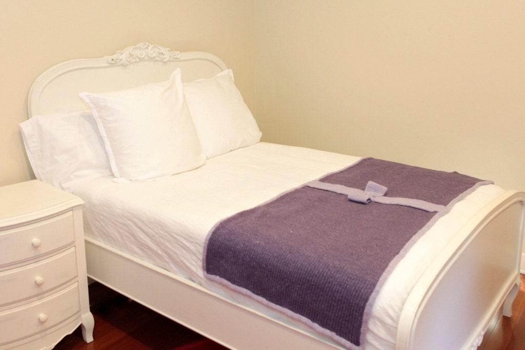 Manta violeta con lazo lavanda pie de cama tejido con lana - Mantas pie de cama ...